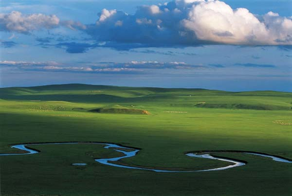 B线:内蒙希拉穆仁大草原、库布其沙漠、成吉思汗陵双飞五日美食团【五星】