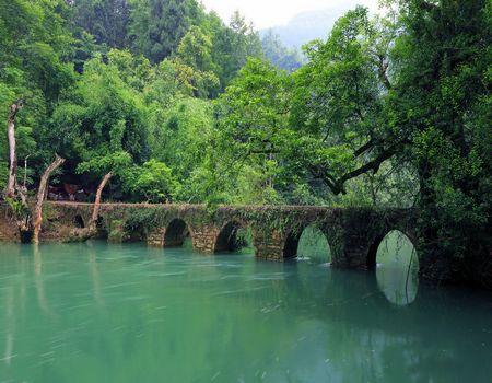 春节A:贵州黄果树、荔波小七孔高铁四天游