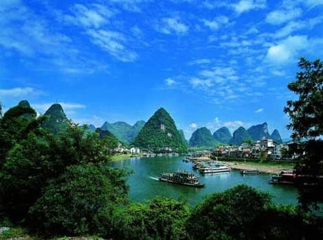 中国长寿之乡•永福、桂林叠彩山、阳朔大榕树、浪漫西街、乾龙天坑、特色簸箕宴  动车三天