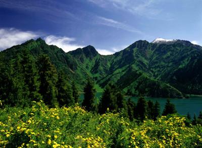 A3线:南北疆环天山、天池、吐鲁番、库尔勒、塔克拉玛干、巴音布鲁克、那拉提、赛湖双卧十一日游