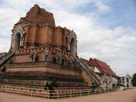 X;泰国清迈•清莱•兰纳古城•白庙•蓝庙•金三角六天美食度假团