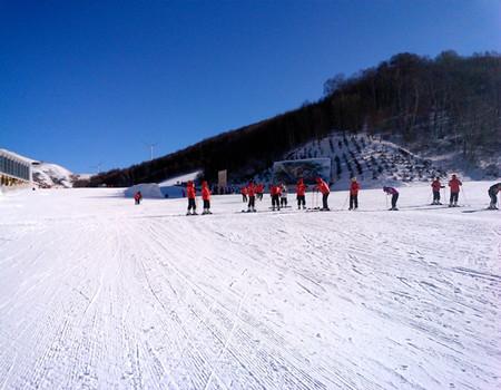 E:长白山天池雪景、养生温泉、魔界雾凇、老里克湖、镜月潭滑雪豪华双飞五日