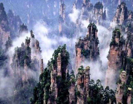 春节-D3张家界国家森林公园、天门山玻璃栈道、大峡谷、宝峰湖、凤凰古城、乾州古城、岳麓山双高铁五日游