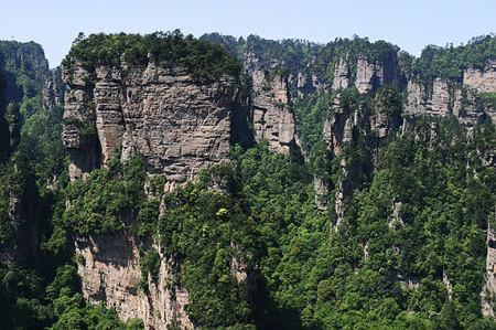 C1:长沙、张家界森林公园、天门山、大峡谷玻璃桥、黄龙洞、芙蓉镇、凤凰古城、韶山双高铁⑥日纯玩游