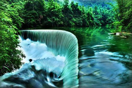 F线:黄果树瀑布、西江千户苗寨、荔波大小七孔、镇远双飞5日游