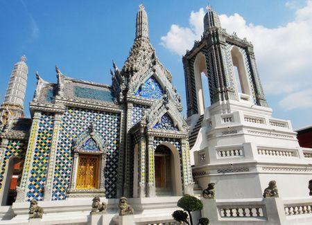 B;泰国缤纷美食享乐六天品质团(无自费、香港往返)