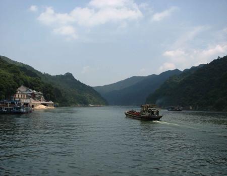 清远古龙峡漂流&云天玻霸(2选1)、古龙峡网红河谷、葡萄园2日游